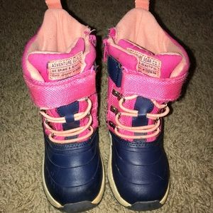 Toddler girls size 8 pink snow boots